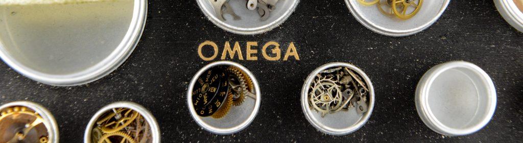 Detailaufnahme von Omega Kleinteilen.